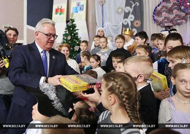 Вручение подарков от Президента в школе-интернате№14