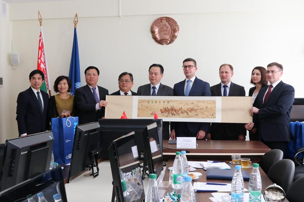 Визит делегации Шанхайской академии общественных наук