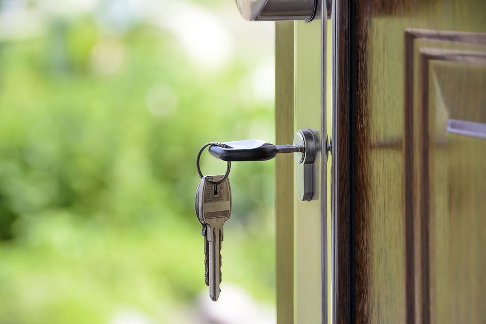 В МНС разъяснили нюансы предоставления с 1 января 2020 г. ИП физлицам жилых помещений для краткосрочного проживания