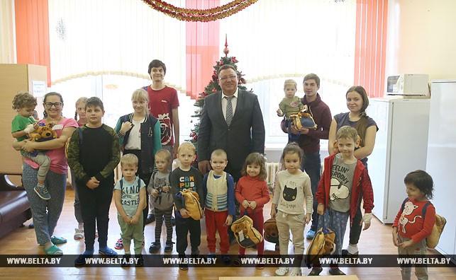 Вячеслав Шило и пациенты 3-й городской детской клинической больницы