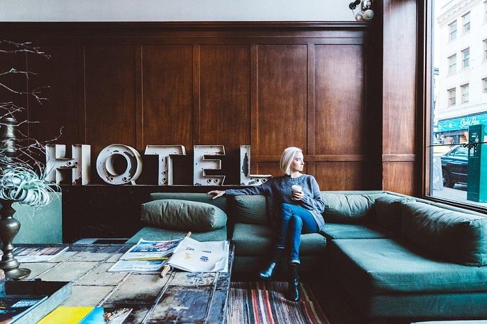 Сотрудники гостиницы намерены взыскать ущерб с постояльца. Он утверждает, что ни в чем не виноват. Как может разрешиться спор?