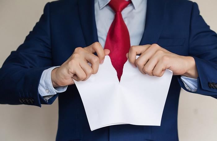 Как поступить, если в связи с COVID-19 не продлили контракт – отвечает адвокат